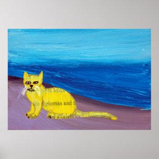 gato amarelo na praia roxa pôster