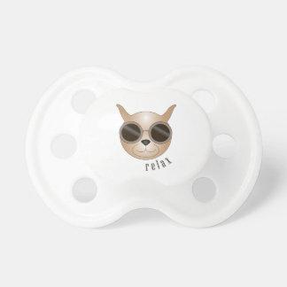 Gato com pacifier dos vidros chupeta para bebê