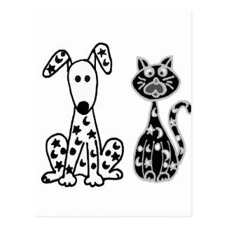 Gato e cão engraçados com os pontos das estrelas e cartão postal