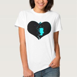Gato em um tshirt preto do coração