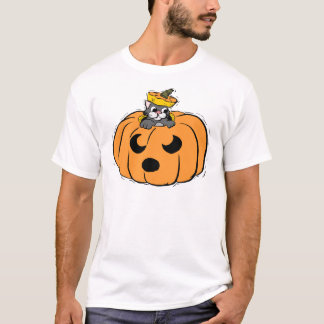 gato em uma abóbora t-shirts