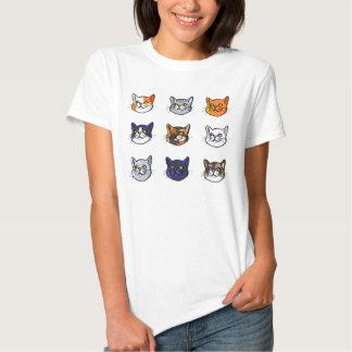Gato que tira o t-shirt de nove mulheres