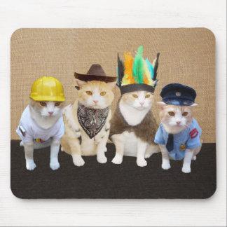 Gatos engraçados da vila mouse pad