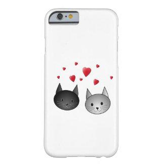 Gatos pretos e cinzentos bonitos, com corações capa barely there para iPhone 6