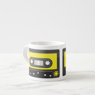 gaveta amarela com fita do arco-íris xicaras de café expresso