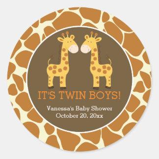 Girafas gêmeos com etiqueta do favor do impressão