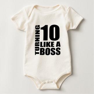 Girando 10 como o design de um aniversário do macacãozinhos para bebê