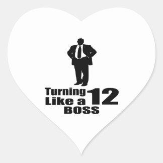 Girando 12 como um chefe adesivo coração