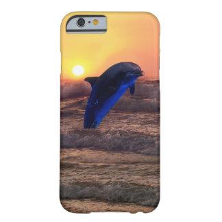 Golfinho no por do sol capa iPhone 6 barely there