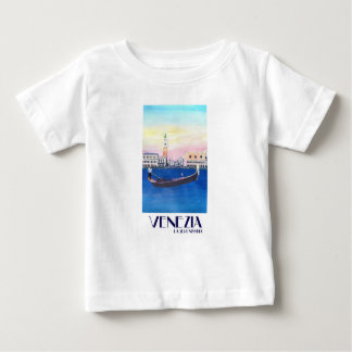 Gôndola de Veneza Italia no canal grande com San Camisetas