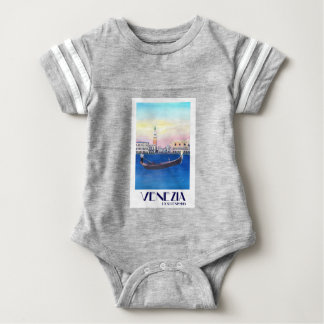 Gôndola de Veneza Italia no canal grande com San Tshirt