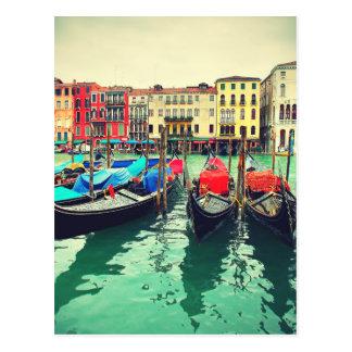Gôndola no canal grande, Veneza, Italia. Retro Cartão Postal