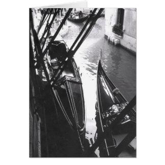 Gôndola Venetian no cartão da máscara