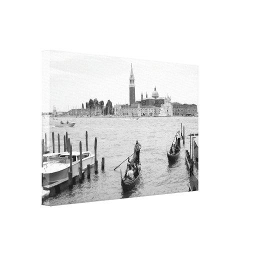 Gondolier preto e branco em Veneza Impressão De Canvas Envolvidas