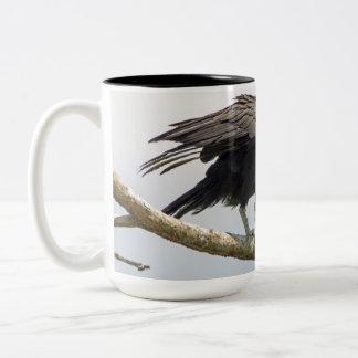 Grande caneca do abutre preto