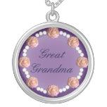 Grande colar dos rosas e das pérolas da avó