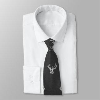 Gravata Branco no animal preto