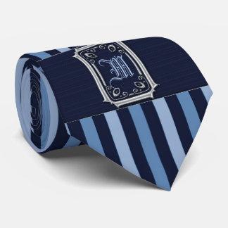 Gravata Prata com monograma da curvatura das listras azuis