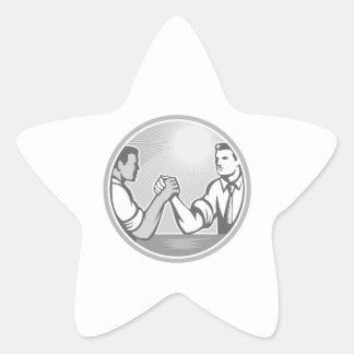 Grayscale da luta de braço do trabalhador de adesivo estrela
