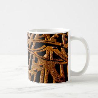 Grelha oxidada caneca de café