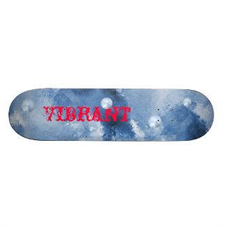 Grunge VIBRANTE dos céus azuis do skate das menina