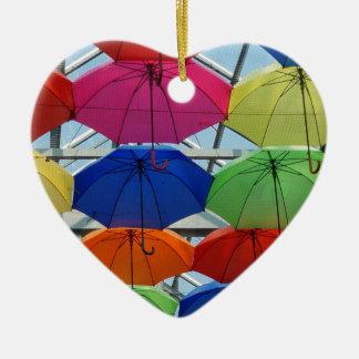 Guarda-chuva colorido ornamento de cerâmica coração