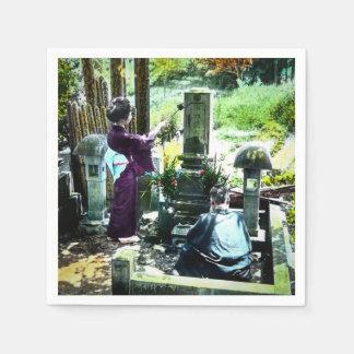 Guardanapo De Papel Praying aos antepassados no vintage velho de Japão