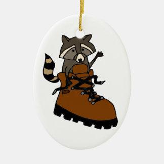 Guaxinim engraçado em caminhar a bota ornamento de cerâmica oval