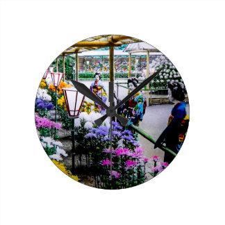 Gueixa na mostra de flor em Yokohama velho Japão Relógio Redondo