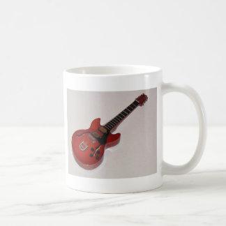 Guitarra acústicas e elétricas diminutas bonitas caneca de café