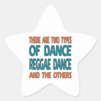 Há dois tipos de dança da reggae da dança e adesivos em forma de estrelas