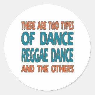 Há dois tipos de dança da reggae da dança e adesivos em formato redondos