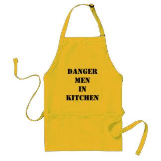 homens do perigo na cozinha avental