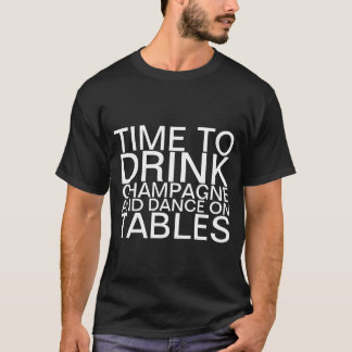 Hora de beber o champanhe e a dança em mesas tshirt