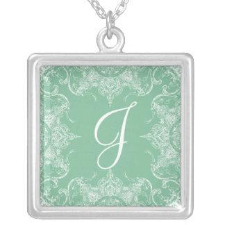Hortelã & branco do monograma do casamento do colar banhado a prata