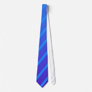 Humor azul gravata