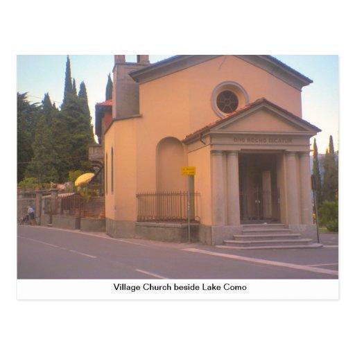 Igreja da vila ao lado do lago Como Cartões Postais