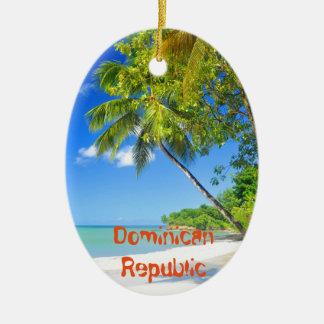 Ilha tropical na República Dominicana Ornamento De Cerâmica Oval