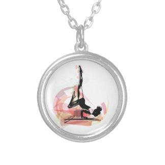Ilustração da mulher do esboço da ioga colar banhado a prata