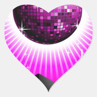 ilustração da música com a bola do auto-falante e adesivo coração