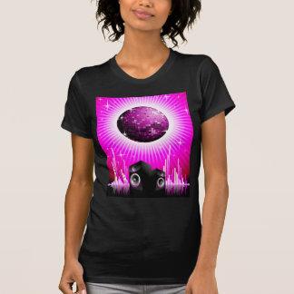 ilustração da música com a bola do auto-falante e camiseta