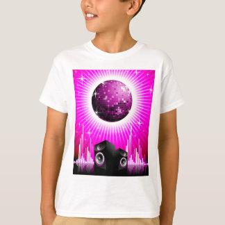 ilustração da música com a bola do auto-falante e camisetas