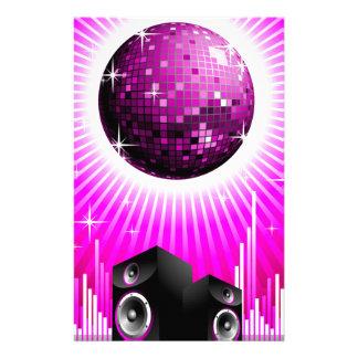 ilustração da música com a bola do auto-falante e papelaria