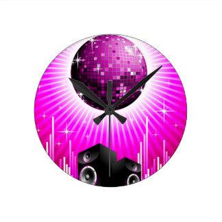 ilustração da música com a bola do auto-falante e relógio de parede