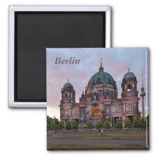 Íman Catedral de Berlim com torre e Lustgar da