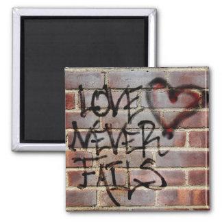 Íman O amor nunca falha grafites
