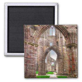 Íman Vista interior da abadia antiga Wales de Tintern,