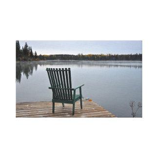 Impressão Em Canvas Cadeira vazia na plataforma do lago