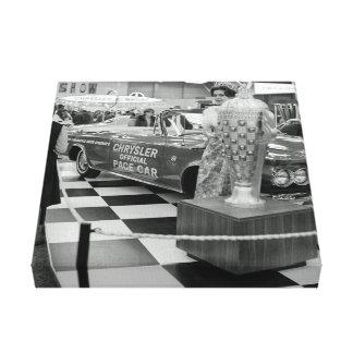 Impressão Em Canvas Mulher 1963 do carro de ritmo de Chrysler da feira