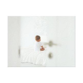 Impressão Em Canvas O bebê está esperando-o